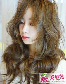扣骚穴白拍-春季长发染发   长发染发的颜色上一般都是比较柔和低调的,不管是第...
