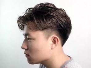 ...最新流行的男生发型 两边铲短发发型