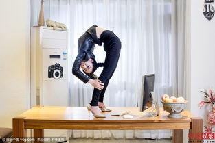 ...第一柔术美女穿高跟鞋做高难度动作