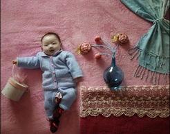 耐心很重要,宝宝睡醒喝足就会有好表情,所以好表情除了抓拍,更重...