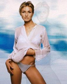 迪亚兹海滩上拍裸体广告 露胸更衣不避旁人
