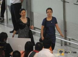 ...身机场 与娇妻徐帆前后脚离开