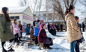 老根想丁香大喇叭曲是谁吹的-惟妙惟肖的演绎,得到了周边村民的热烈掌声   大妈们看的如此入迷   ...