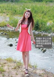 裙子低下光溜溜图-抹胸短款公主裙让女生变得娇小灵动,如果选择纯色的连衣裙一定要选...