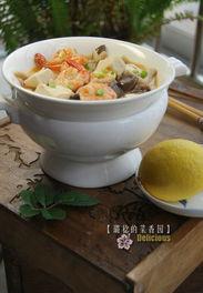 丰满肥熟农村老鸡-虾肉肥腴鲜美、豆腐清新嫩滑、蟹味菇有一种独特的蟹鲜味,使汤汁充...