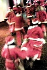 ...圣诞老人 打砸电影院 视频