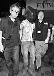 在港强奸女大学生嫌犯今受审 被控时做 V 手势新闻频道