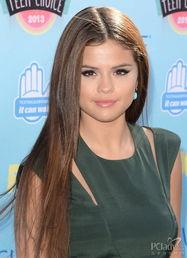 色撸撸欧洲图-赛琳娜·戈麦斯 (Selena Gomez):粗黑眼线有增大双眼的作用,润...