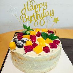 蛋糕 糖汁蛋糕 樱桃 甜点 西式糕点 水果蛋糕 三角形蛋糕 西餐美食