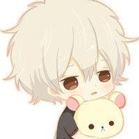 ...个男孩抱着一只小熊的动漫头像 动漫卡通的 男孩头发是银色的