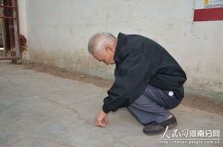 老人孤寂的背影让人难过-重阳话养老常回家看看是给父母最好的礼物