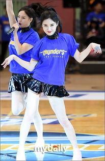 ... 韩国女子组合sixbomb昨晚作为特别嘉宾亮相首尔室内体育馆举行...