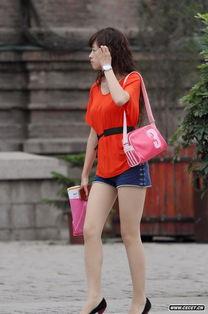 艾依广场街拍热裤长腿美少妇