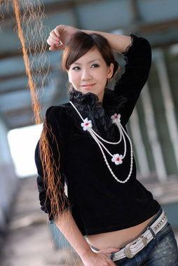 裸模张筱雨称不再脱 网友笑称中国第一裸模从良