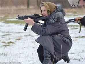 乌克兰版 双枪老太婆 68岁还接受武装训练,并准备上前线