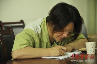 ...狱内李珍珍在给张明写回信信.-为让丈夫戒毒妻子以身试毒 双双沦落
