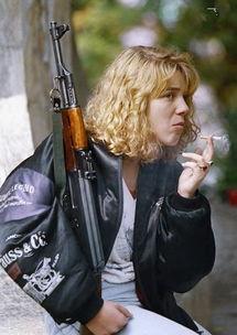 箩 k w弯汉枪腻瓮-另外世界各地有许多生产者生产AK-47其质量千差万别,如日本佣兵高...