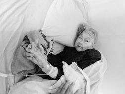 离谱 90岁老太太 被死亡