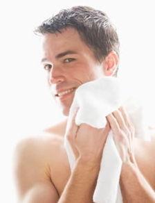 男士面部护理手法 挽回经常熬夜的危害