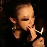 超霸气女生抽烟头像