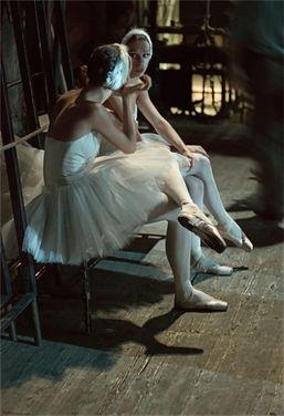 ...在诉说芭蕾舞的昨世今生,Mark olich的摄影营造出一幅幅如画如影的...
