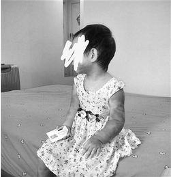 母亲李女士在微博上晒出了女儿被打后的照片-男子虐打2岁半女儿拍照 ...