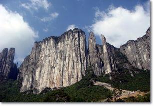 境里花缘-湖北西南,有一条八百里清江,它始发于利川齐岳山,蜿蜒东行,而后...