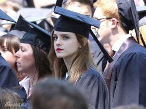 ...毕业典礼 中年保镖硬扮同学露陷