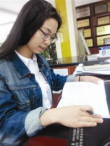 靖城街道江华社区居委会主任孙婷婷非常钟爱阅读纸质书籍,喜欢在油...