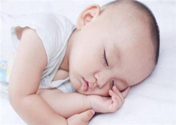 儿头部呈小头或大头畸形或脑积水... 年轻的父母一定要注意与孩子进行...