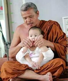 ...的泰国2岁超萌小和尚,不爱念经爱睡觉 聊天贴吧 安庆E网
