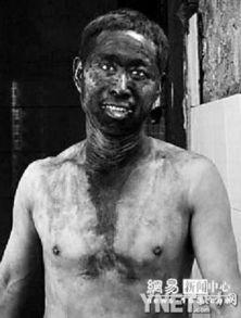 下班的矿工准备洗澡-大学生冒险下井揭秘矿工生存状况 网易新闻