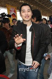 媒体报道,韩国演员金载沅23日上午办理了入伍手续,正式开始了为期...