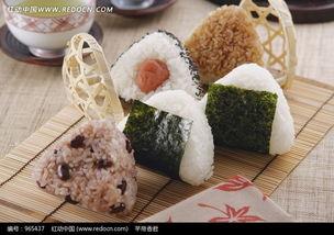 日本三角饭团特写图片