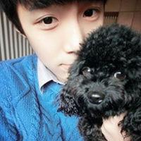 浪漫接吻的情侣头像-抱着小狗的情侣QQ头像 一左一右和你相依为命在...