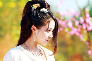 近日,张含韵在微博上放出其参演的新剧《新萧十一郎》的剧照,两张...