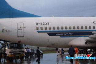 南航CZ6928航班平安落地.-跑道上发现飞机部件 南航航班进入紧急状...