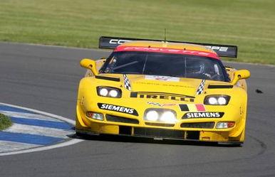 首次登场亮相的两辆阿斯顿-马丁赛车包揽了GT1级别的冠亚军,GT2级...