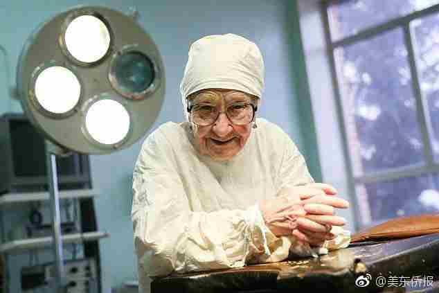 老太太89岁还在当医生原因真相是什么 老太太89岁还在当医生真相实...