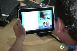 有网友直接用手机QQ和好友开始玩视频-三星Galaxy Tab体验会现场