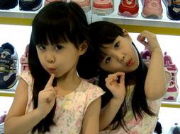是2003十大网路人气票选第一名.这两个原本再也平凡不过的台湾小孩...