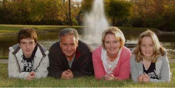 ...也算是一个儿女双全的家庭,一家人应该生活得很幸福.但兄妹两人...