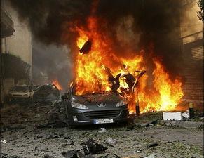 ...,火焰顺着油迹一路追上汽车,点着油箱.现实中汽油燃烧速度并...