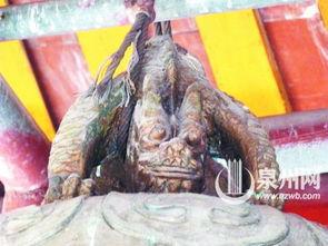 九变莲诀-老四--狴犴(bian).在中山南路的花桥宫里,记者见到了绣在大红布...