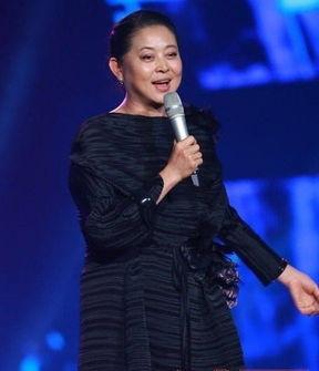 倪萍:山东荣成人,1990年进入中国中央电视台,成功主持了十三届春...