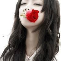 手拿玫瑰花头像伤感的 手拿玫瑰花女生头像
