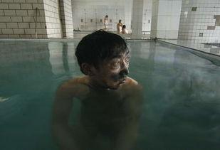 煤矿矿工在洗澡