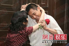 爆料刘烨与法籍女友将于7月在法国尼斯登记结婚,对此,刘烨调皮地...