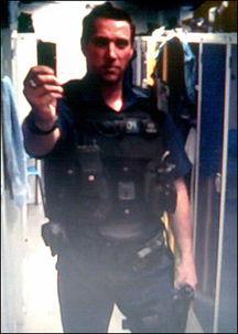 苍井空裸体照动态图-英国警察网上发裸照及泄露警方行动被开除