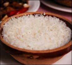 米或精米,呈半透明卵圆形或椭圆形,出米率高,米粒膨胀性小,但黏...